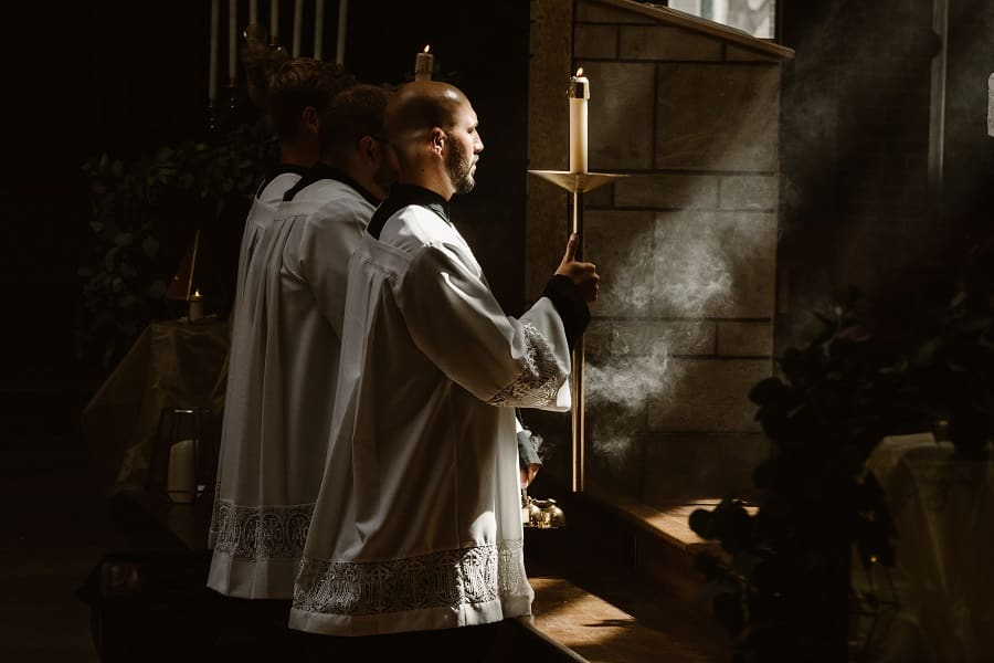 Amateur Detectives in the Clergy
